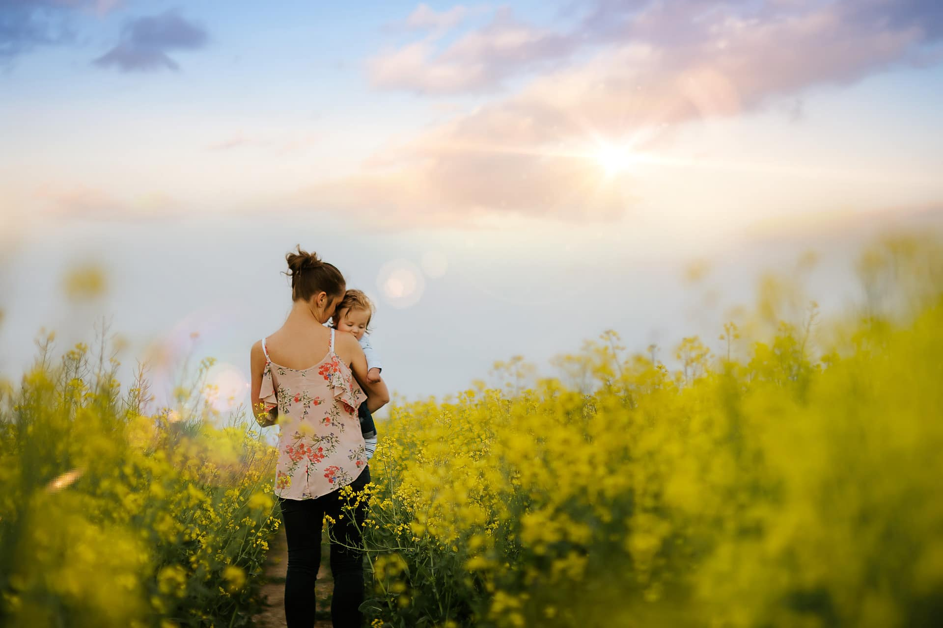 The magic of rapeseed fields - Family Photographer in Amesbury (10)